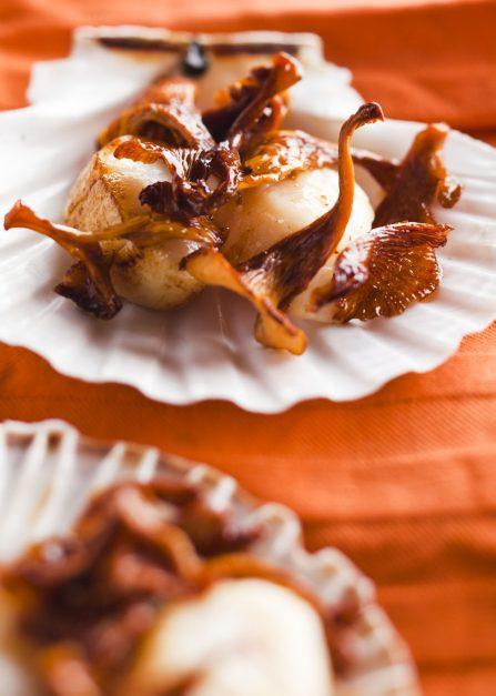 Saint-Jacques et girolles au caramel, une recette de Supersec par Philippe Emanuelli