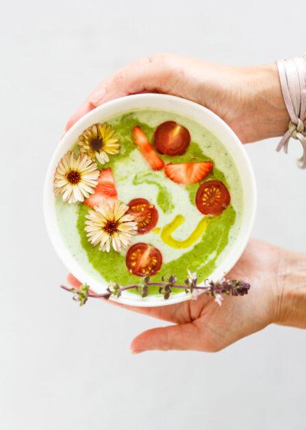 Épinards en soupe froide au concombre et yaourt : une recette facile pour une entrée Supersec